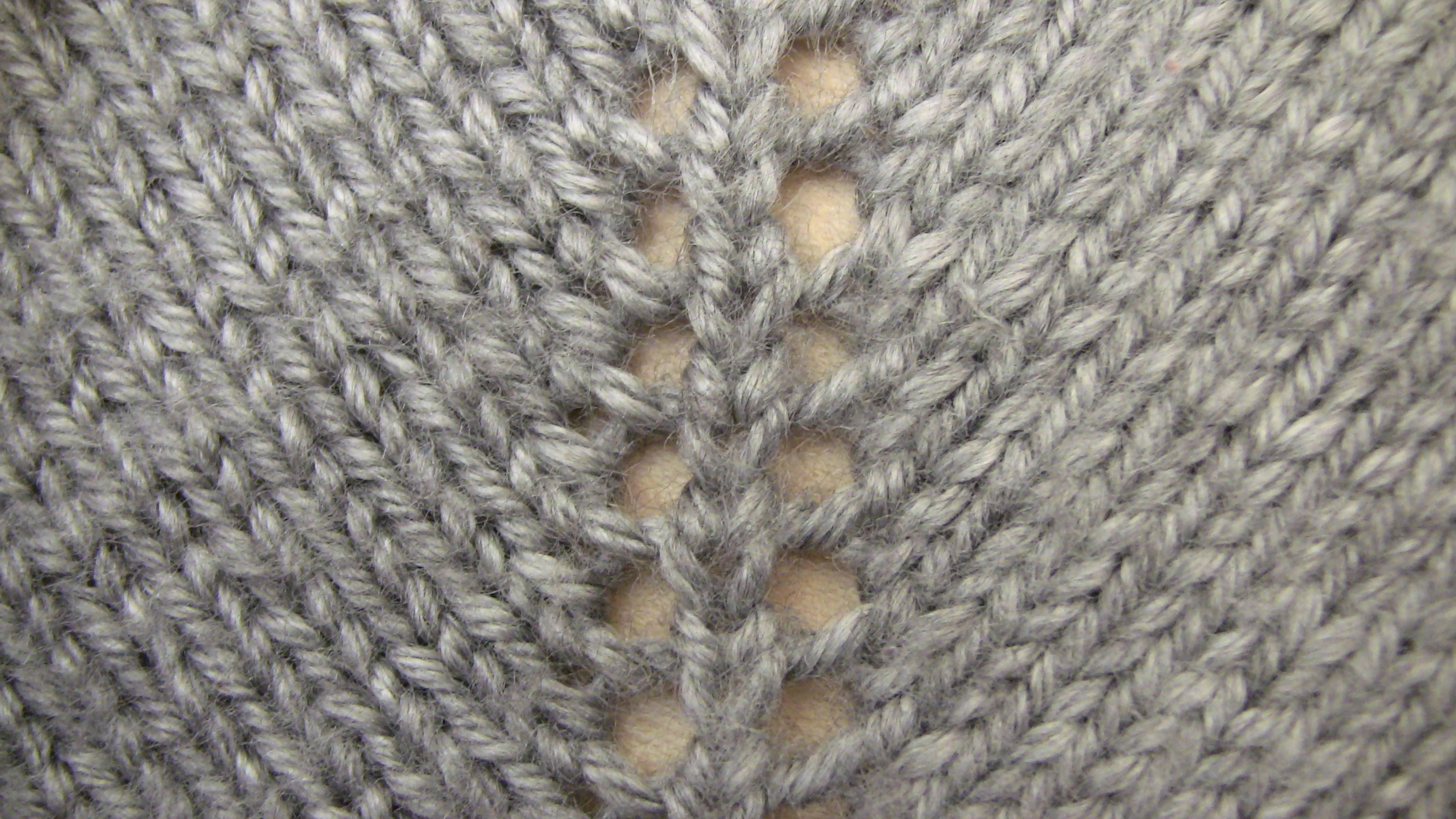 Adding Extra Stitches To My Knitting : Lesson 5 - Increasing type 2- Making a gap